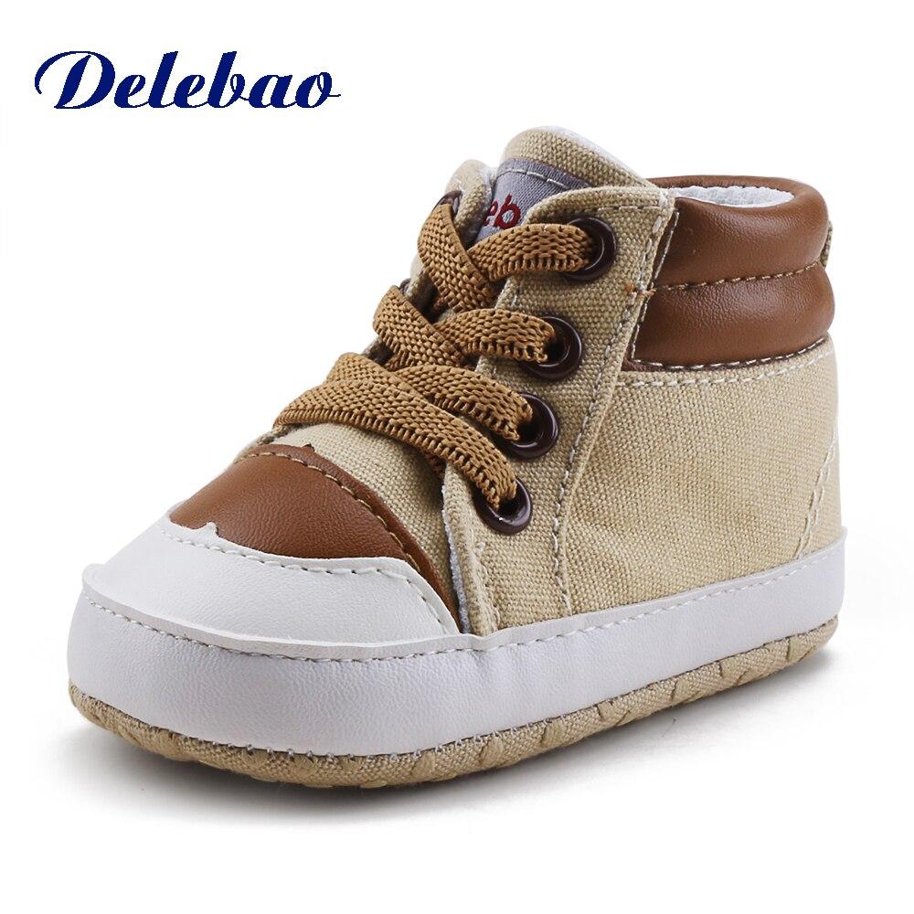 Delebao Design de Moda Bebê Menino Prewalkers Novo Outono/Inverno Do Bebê de Malha Respirável Sola de Sapato Não-slip de Algodão Primeiro caminhantes