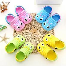 Летние детские тапочки; Милые Пляжные сандалии для маленьких мальчиков и девочек; Вьетнамки; обувь на плоской подошве с принтом героев мультфильмов