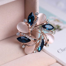 Bauhinia dari Mawar Emas Opal Seri Bros Pin Fashion Berlian Imitasi Lencana Pin Natal Hadiah Bros Rozet Pin Bros(China)