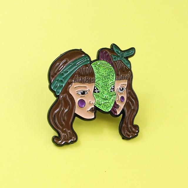 Horror Della Ragazza Verde Alien Maschera di Monster Spilla Capelli Lunghi Ragazza Bella Donna Maschera Maschera Del Fantasma Smalto Spille Halloween Distintivo Punk gioielli