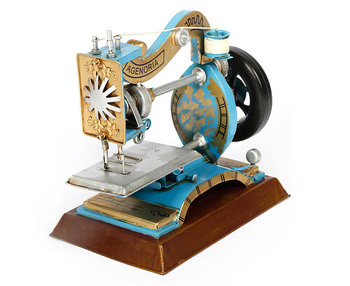 Vintage Metal Sewing Machine Model Retro Crafts Personality Gift Ornaments Figurine Sewing Machine Miniature Home Decoration