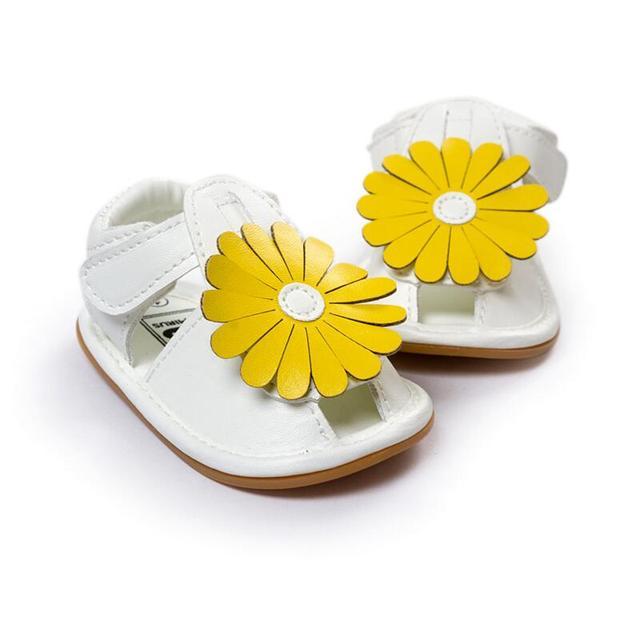 2016 nuevo blanco mocasines de cuero antideslizante zapatos infantiles del niño del Prewalker de verano 0-1 años zapatos de bebé primeros caminantes