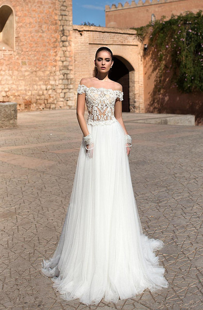 Beach Wedding Dresses 2017.Us 123 75 New Sexy Beach Wedding Dress 2017 Lace Appliques Beaded Tulle Sweep Train China Bridal Gowns Vestido De Noiva Praia Plus Size In Wedding