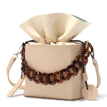 купить Brand Acrylic Chain Women's Bucket Bags PU Leather Draw Women's Bag Casual Shoulder Messenger Bag Cross Body Bags Clutch Purse по цене 1303.42 рублей