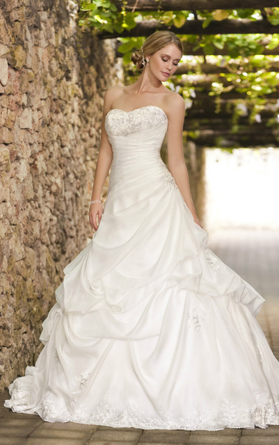 Beautiful Clic Organza D Wedding Gown W Optional Lace Short Sleeve Jacket Subtle