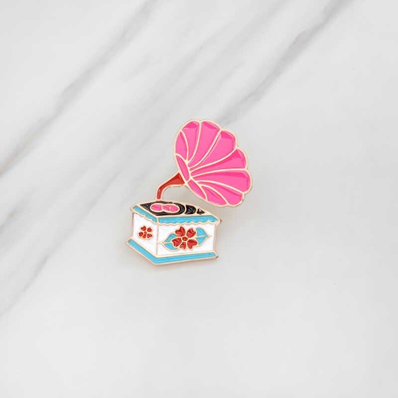 Pink Retro Die Stamping Besar Terompet Gramofon Phonograph Berbentuk Lembut Enamel Bros Lencana Pin untuk Pakaian Ransel