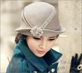 Новые Моды для Женщин Hat Зима Платье Новогодний колпак Шерсть Войлок Hat Алмазный Корпус Брошь Украшения Короткие Брим Женщины Моды Платье теплый
