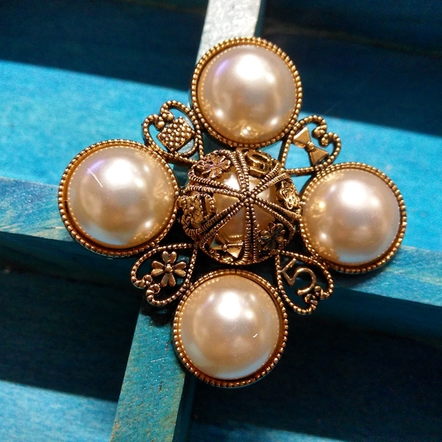 Number 5 pearl Brooch Pins Broach For Women Sweater Dress vintage