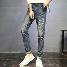 Los hombres Jeans agujero cuero Casual lavado Stretch 2018 Primavera Verano  Retro Vintage arrancó esposas plisado hombre pantalo. 7000538ebb95