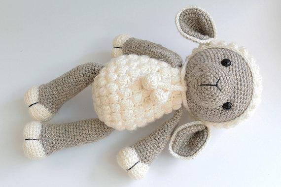 Haak schapen baby douche kamer versieren rammelaar speelgoed en pop 1