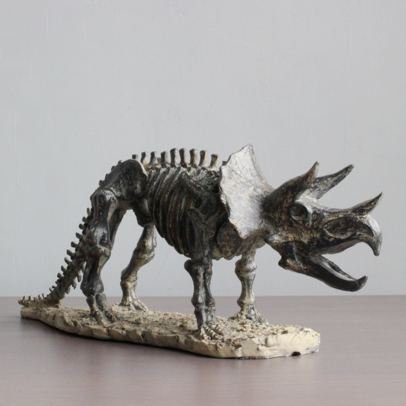 Simulation Triceratop Fossilized Skeleton Modern Home Decor World Jurassic Dinosaur Fresh Resin Art Work Decoration L3364Simulation Triceratop Fossilized Skeleton Modern Home Decor World Jurassic Dinosaur Fresh Resin Art Work Decoration L3364
