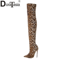 DoraTasia 2018 marca de grande tamanho 33-43 Leopardo pontas do dedo do pé sapatas das mulheres mulher sexy sobre as botas do joelho botas de salto alto fino do partido