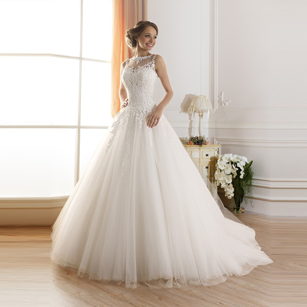 High Neck Sleeveless See Through Back Floor-Length Court Train Appliques Lace Bridal Gown 2018 Mother Of The Bride Dresses