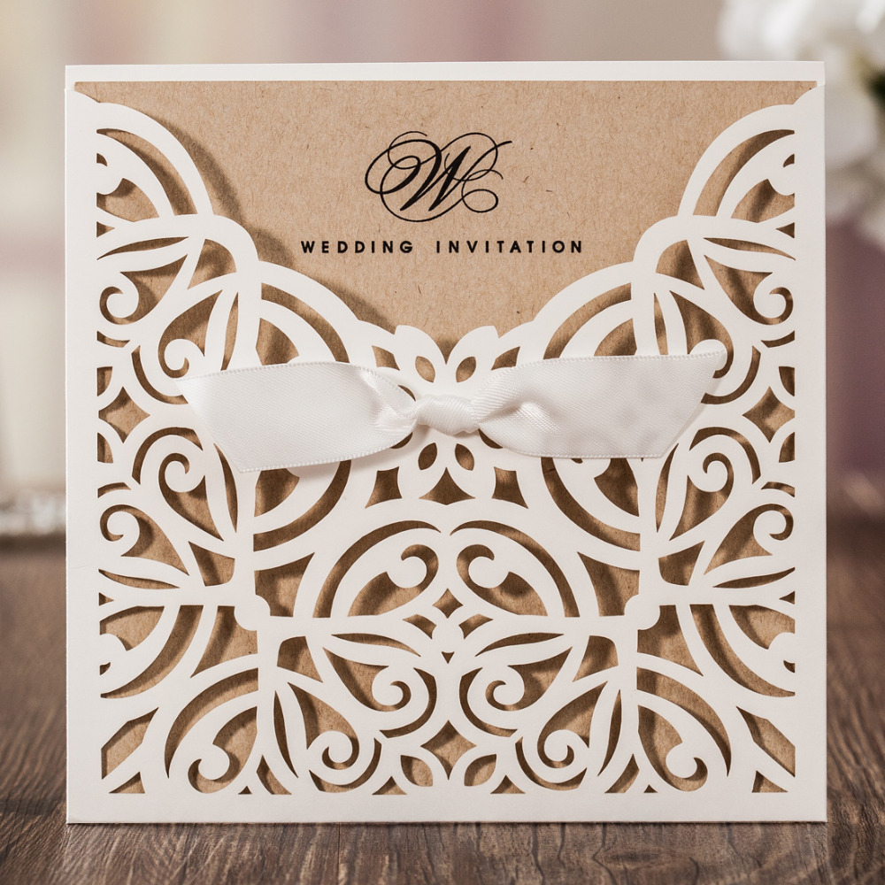 50pcs / lot 레이저 컷 결혼식 초대장 크래프트 종이 아이보리 쉘 파티 초대 카드 우아한 할로우 웨딩 카드 무료 인쇄