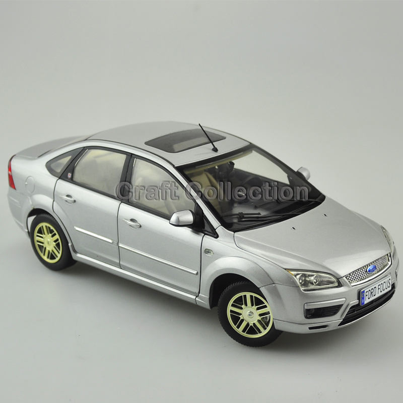 * 1:18 Ford Focus Sedan Classic Vehicle Diecast Model Cars Limited Edition Simulation Metal Miniature