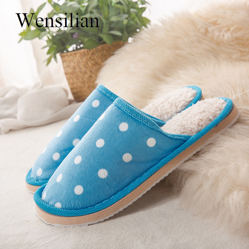 все цены на Winter Women Indoor Slippers Fashion Lovers Couple Slip On Home Slipper Fur Soft Polka Dot Casual Flat Shoes For Woman Plus Size