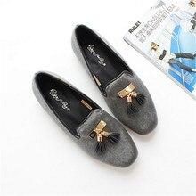 ร้อนขายที่มีคุณภาพสูงของผู้หญิงแบนรองเท้าเลียนแบบขนจี้r etroออกแบบรองเท้าแบนขี้เกียจรองเท้าสีเทา/สีดำsize56 ~ 7.5