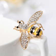 Fashion Enamel pin Cartoon Cute Bee Fly Insect Brooch Kids Alloy Brooches Pin for Women Mens Lapel Collar Jewelry Accessory