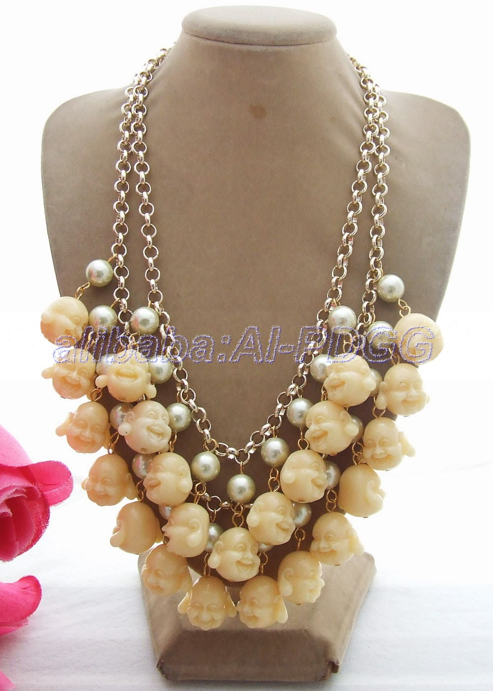 цена на GG Green Mother Of Pearl Resin Buddha Necklace