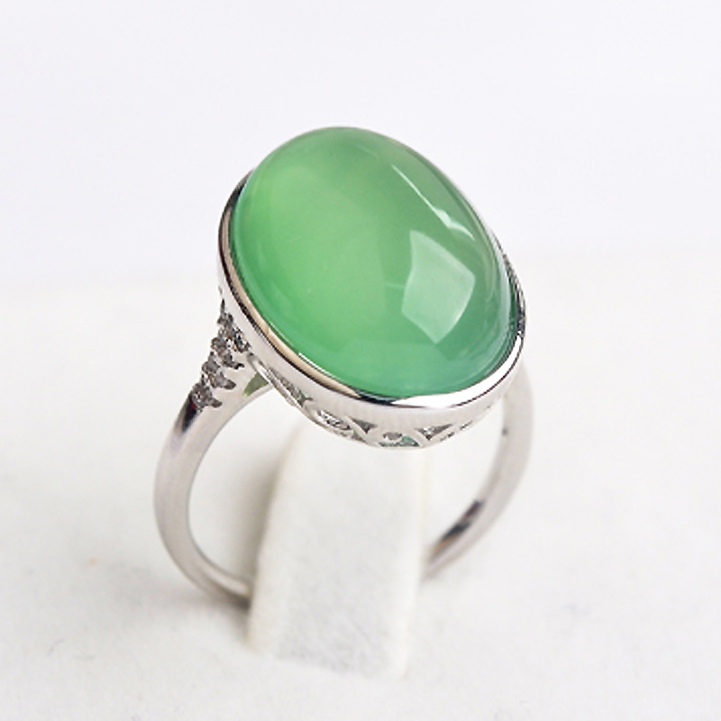 USTAR Luxury Green Stone wedding rings for women Jewelry Silver color Retro Engagement Rings Female Anel bijoux gift S8