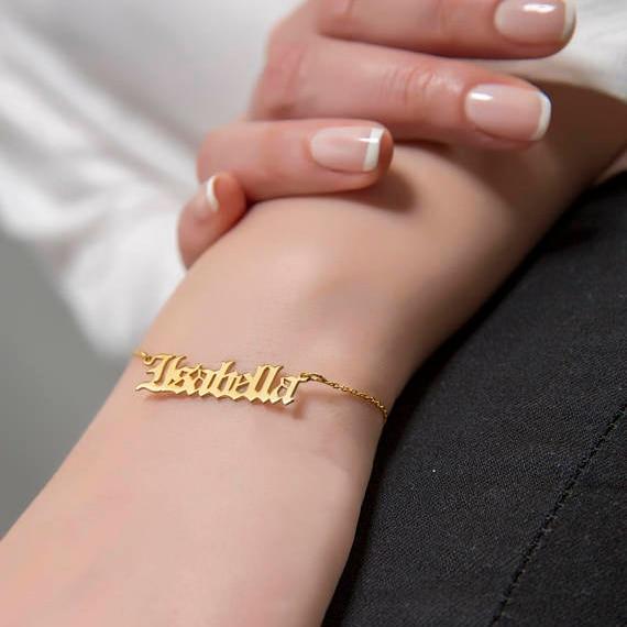 Jóias personalizadas de Idade Inglês Nome Personalizado Pulseira de Ouro Para As Mulheres Pulseira Masculina Pulseira Armbanden Voor Vrouwen