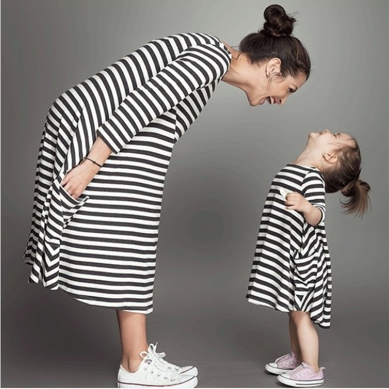 Fashion Mom And Kids Couple Look Stripe Family Matching Outfits Baby Girls Clothes Dress Mother Daughter