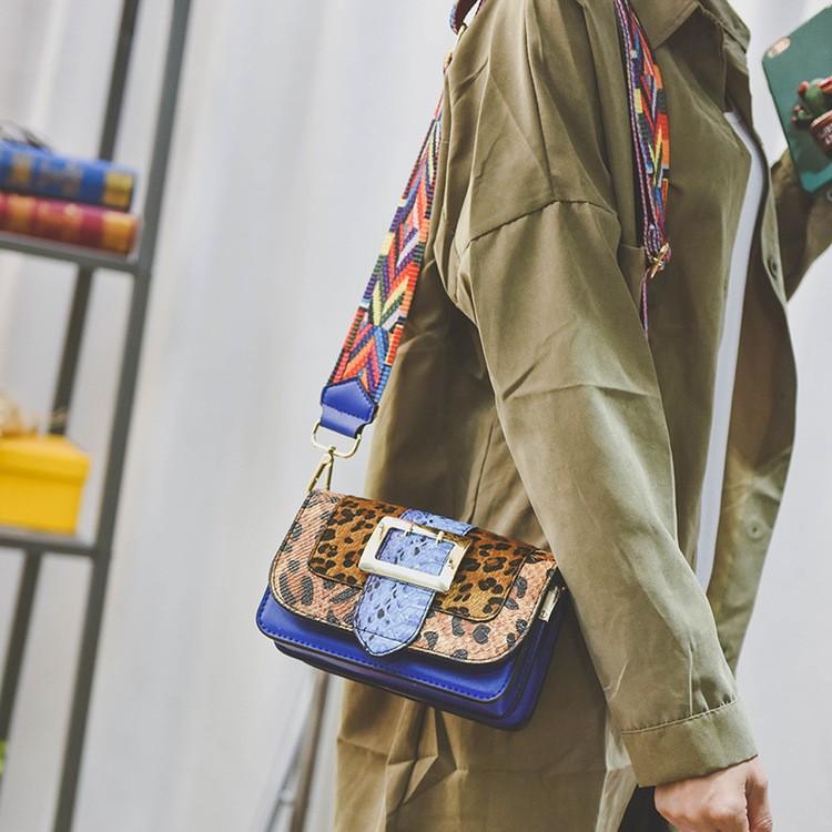 f8bc3b210ebf0 England Stil Leder Handtaschen Frauen Sexy Leopard Umhängetaschen Schlange  Muster Baguette Taschen Breiten Gurt Umhängetasche