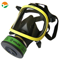 Policía máscara de gas con un filtro de botella