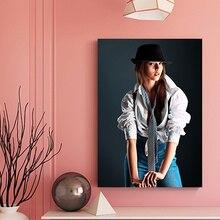 Pintura en lienzo de uniforme Vintage para chicas, póster de mujer misteriosa e impresión, arte de pared para sala de estar, dormitorio, baño, decoración moderna para el hogar
