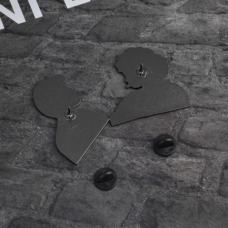 2 Pcs/set Film Grease Sandy dan Danny Keras Enamel Pin Set Bros Lencana Kerah Pin Set Grease Perhiasan