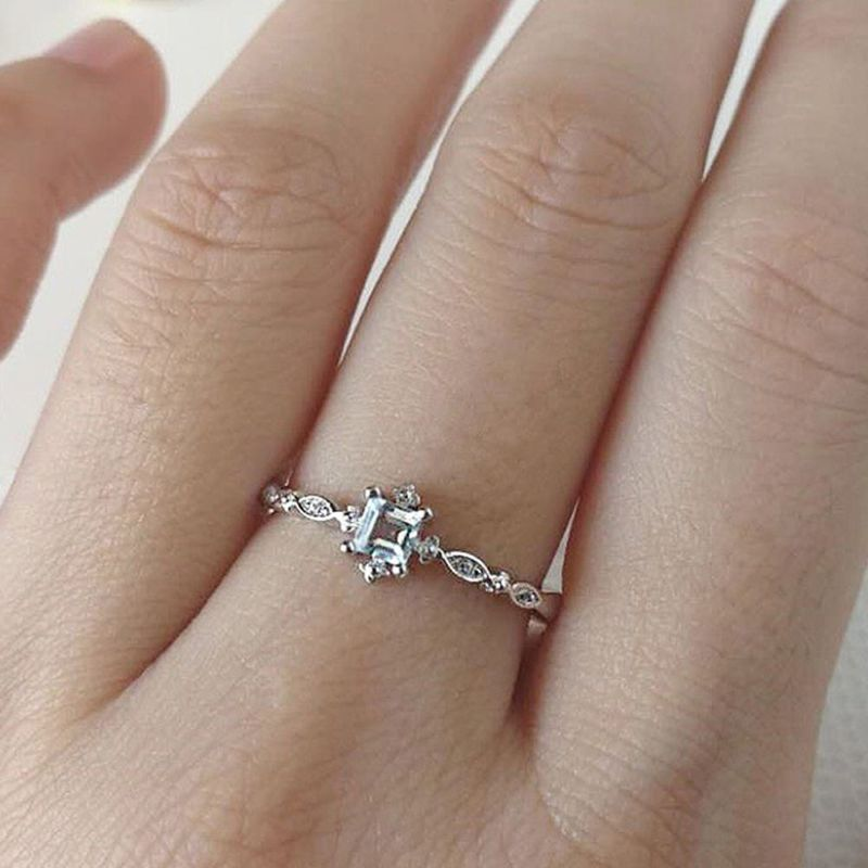 Women Ring Twisted Classic Cube Ring Silver Fashion Crystal Elegant Engagement Ring Petite Zircon Classic Style Fine Jewellery