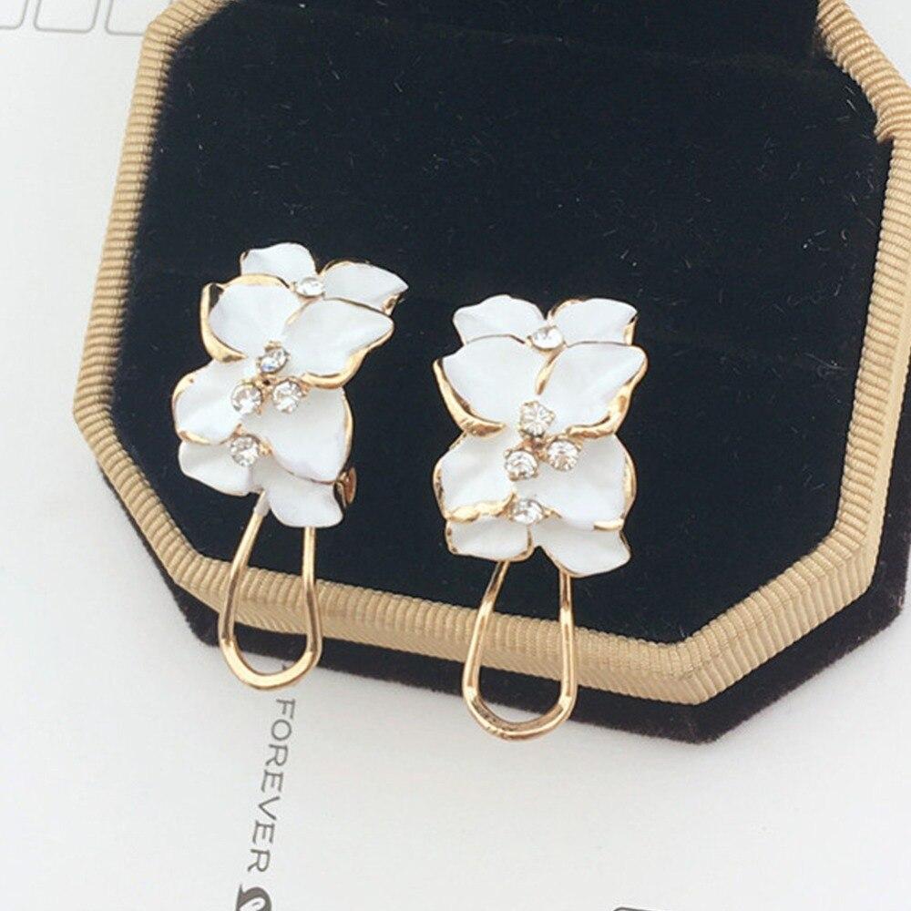 Trendy Crystal White Black Gardenia Flower Gold Stud Earrings Buckle for Women Lady Jewelry