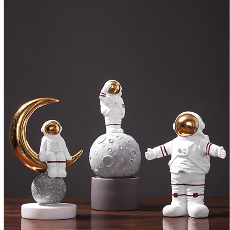 Space Man Astronaut Model Sculpture Creative Cosmonaut Statue Fashion Northern Europe Home Decorations Resin Craftwork L2700