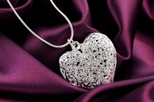 Exquisite hollow heart necklace Kinsle