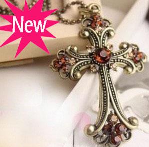 HOT SALE Royal Cool Zinc Alloy Baroque Multicolour Sweater Chain Champagne Gem Large Carved Cross Long Necklace for Women