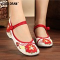 2017 New Spring Autumn Women Flats National Embroidered Canvas Shoes Chinese Style Women Casual Shoes Ladies Flat Shoes SNE-333