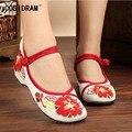 2017 Nueva Primavera Otoño Mujeres de Los Planos Zapatos de Lona del Estilo Chino Bordado Nacional Las Mujeres Zapatos Casuales Zapatos de Las Señoras Planas SNE-333