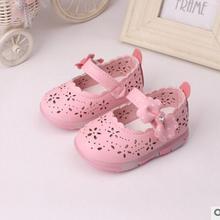 Весенняя новая Корейская версия с мигающим светом; обувь принцессы для девочек; удобные детские ботинки; тонкие туфли с перфорацией; 3 цвета