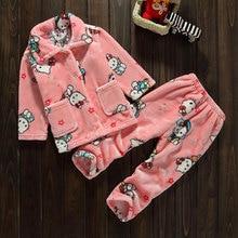 Утолщаются мягкие фланелевые пижамы наборы дети коралловые кашемир утка мультфильм домашней одежды nigthwear костюмы длинный рукав пальто + длинные брюки