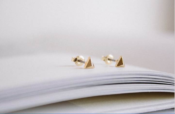 Fashion design of the small solid triangle stud earrings for men wholesale free shipping