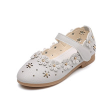 Купить с кэшбэком Pink white light blue Childrens leather shoes Girl Princess dancing shoes Children soft-soled flowers teenager Shoes