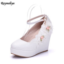 купить Handmade Women Shoes Bride Evening Party Round Toe Wedge Heel Pumps Flower Bowknot Rhinestones Wedding Bridal Shoes XY-A0046 дешево