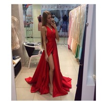 Neue Ankunft Sexy a-line V-Ausschnitt Sleeveless Sweep Zug Abendkleid Falten Red Satin Party Kleid Abendkleider