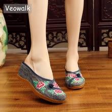 Veowalk el yapımı kadın kot işlemeli yakın ayak kama katır terlik Med topuk bayanlar konfor yaz pamuk Platform ayakkabılar