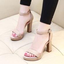 ab899b0145 Sandálias 2018 Novo Verão Feminino Coreano Temperamento Estilo Estudante de  Salto Alto Palavra Fivela Oco Aberto Toe Sapatos Rom.