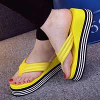2018 neue Sommer Frauen Flip-flops Mode Hang und Dicken Sand Strand Hausschuhe Candy Farbe Keile Plattform Outdoor Hausschuhe