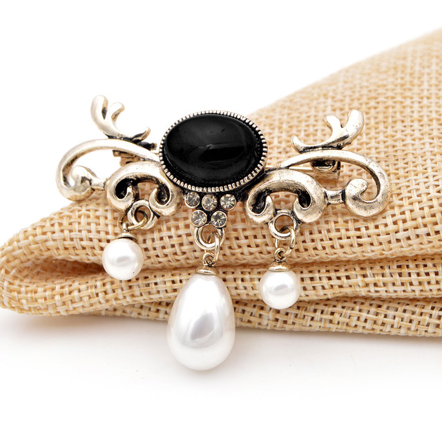 CINDY XIANG Fashion Pearl Pendant Brooches For Women Wedding Party Office Pins Elegant Jewelry Dress Coat Accessories New Style