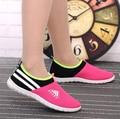 Mujeres refrescan malla transpirable zapatos deportivos femeninos y zapatos inferiores suaves de la señora resbalón ocasional en los zapatos al aire libre zapatos de mujer