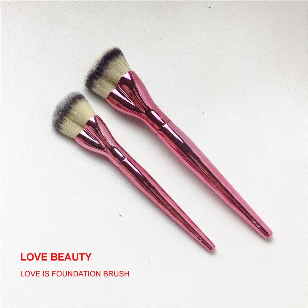 It Cosmetics x ULTA Love Beauty Fully Buffing Mineral Powder Brush #206 by IT Cosmetics #3