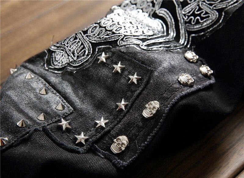 Mustad teksad neetide ja piltidega